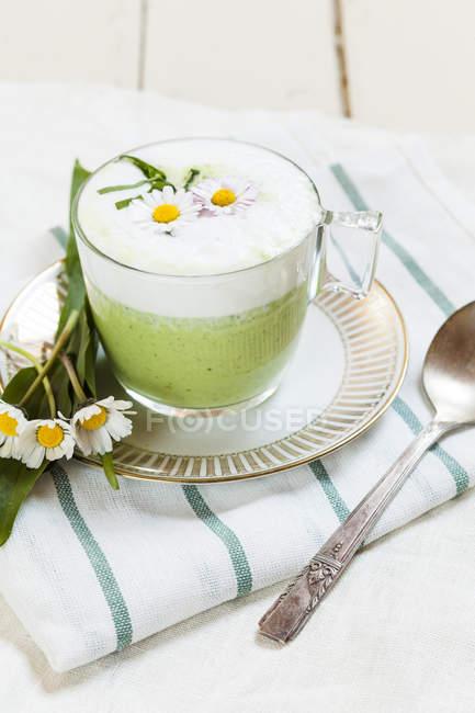 Vue de soupe crème de Robert en coupe en verre — Photo de stock