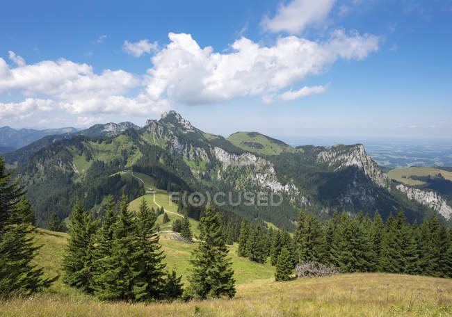 Germany, Bavaria, Chiemgau Alps, view from Hochplatte above Piesenhausen Hochalm to Kampenwand and Gederer Wand — Stock Photo