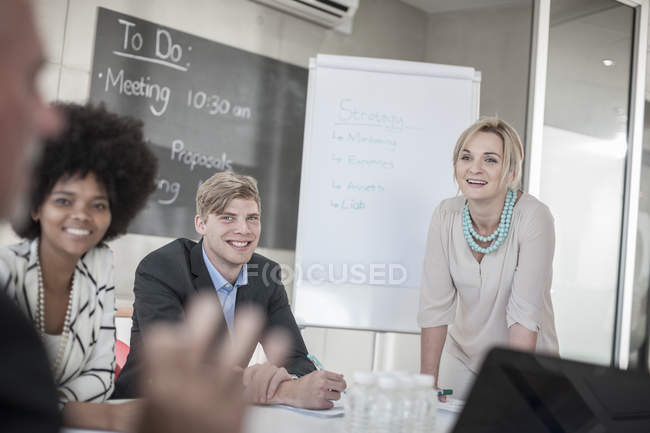 Colleagues having business meeting in office — Stock Photo