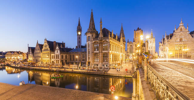 Belgium, Ghent, old town with historical houses at River Leie and bridge Sint-Michielsplein at illuminated view — Stock Photo