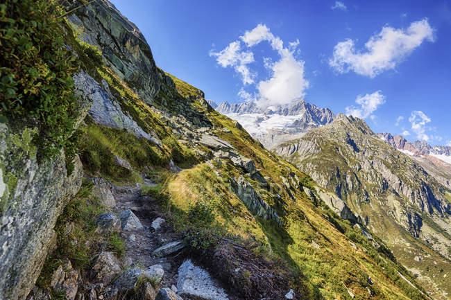 Suíça, Cantão de Uri, Goeschenen, Goescheneralp, Moosstock com Dammastock glaciar — Fotografia de Stock
