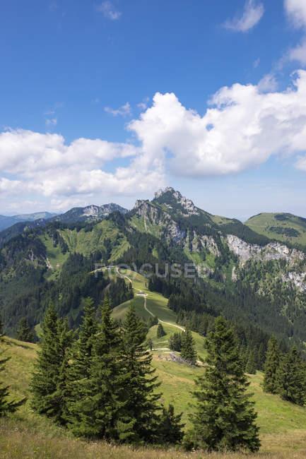 Allemagne, Bavière, Alpes de Chiemgau, vue Hochplatte ci-dessus Piesenhausen Hochalm Kampenwand et Scheibenwand — Photo de stock