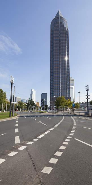 Vista da torre de Fair Trade no diurno, bairro europeu, Frankfurt, Hesse, Alemanha — Fotografia de Stock