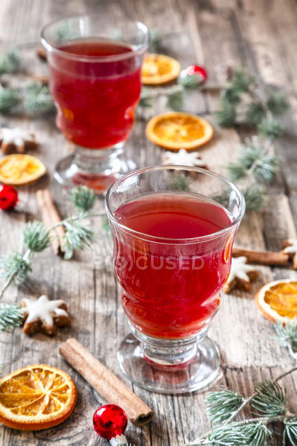 Glasses of mulled wine at Christmas time — Stock Photo