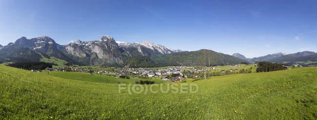 Österreich, Bundesland Salzburg, Abtenau mit Tennen Berge — Stockfoto