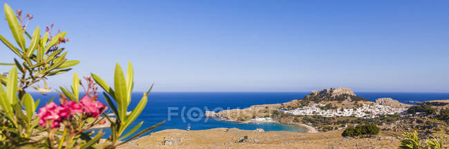 Rhodes, Lindos, View to Acropolis of Lindos, Aegean Islands, Greece — Stock Photo