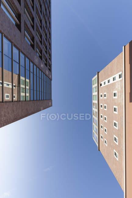 Germania, Dortmund, veduta delle facciate della U-Tower di Dortmund dal basso — Foto stock