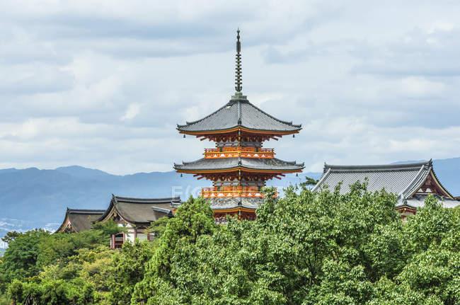 Japon, Honshu, Kyoto, ville impériale, complexe du temple Kiyomizu-dera — Photo de stock