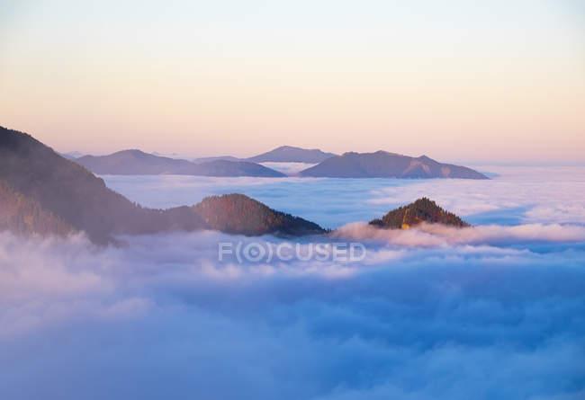 Pôr do sol na montanha Jochberg, manhã humor, pré-Alpes da Baviera, estado da Baviera, Alemanha — Fotografia de Stock