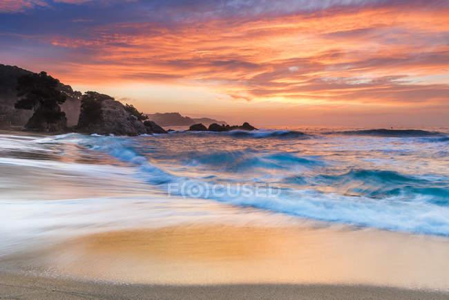 Vue panoramique de la Costa Brava au coucher du soleil, Blanes, Catalogne, Espagne — Photo de stock