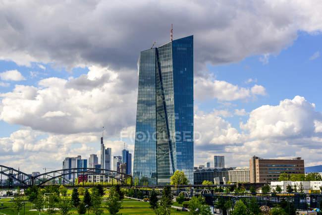 Deutschland, Hessen, Frankfurt, Europäische Zentralbank tagsüber — Stockfoto