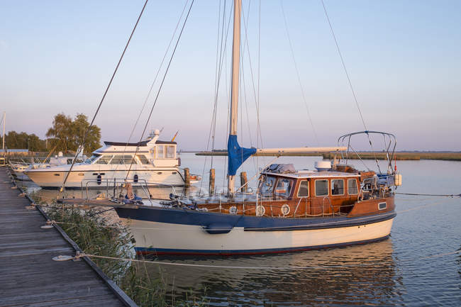 Germany, Zingst, moored yachts at Zingster Strom — Stock Photo