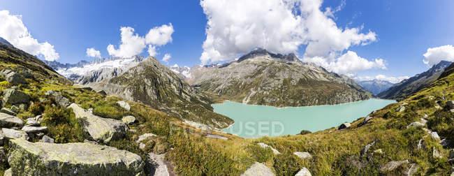 Svizzera, Cantone di Uri, Goeschenen, Goescheneralpsee, Glascier Dammastock durante il giorno — Foto stock