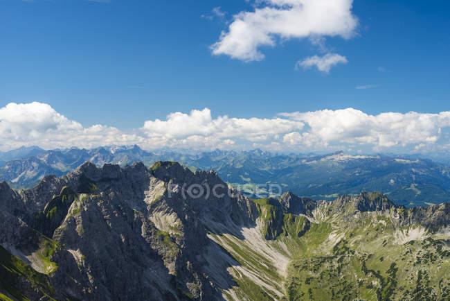 Германия, Бавария, Альпы Альгау, вид с Гроссер Daumen Daumengruppe с горы Венгена Nebelhorn — стоковое фото