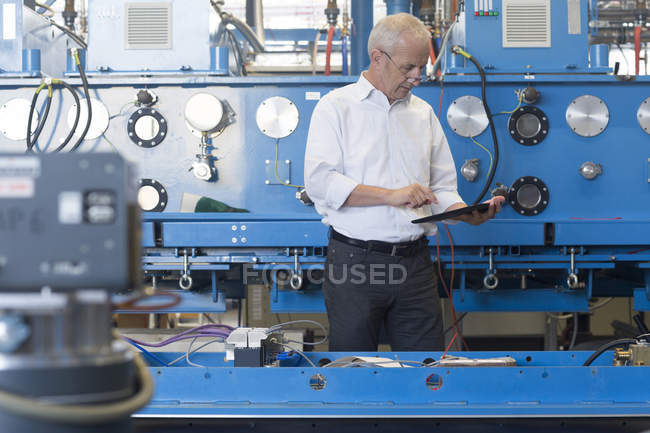 Engineer controlling industrial plant — Stock Photo