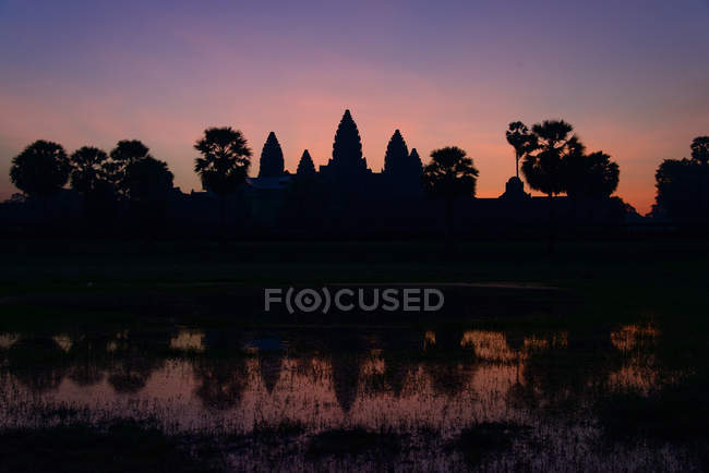 Silhouette of Angkor Wat at twilight, Siem Riep, Cambodia — Stock Photo
