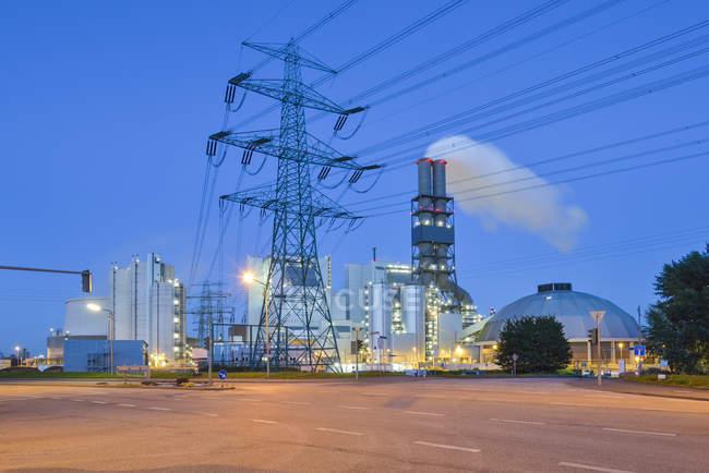 Alemanha, Hamburgo, Usina a carvão Moorburg à noite — Fotografia de Stock