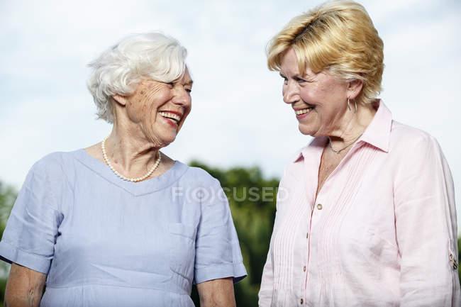 Portrait of two laughing senior women — Stock Photo