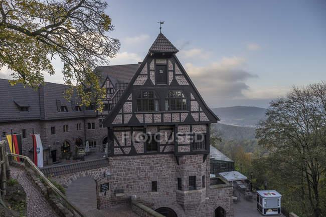 Allemagne, Thuringe, Eisenach, Wartburg, vue des bâtiments sur la colline — Photo de stock