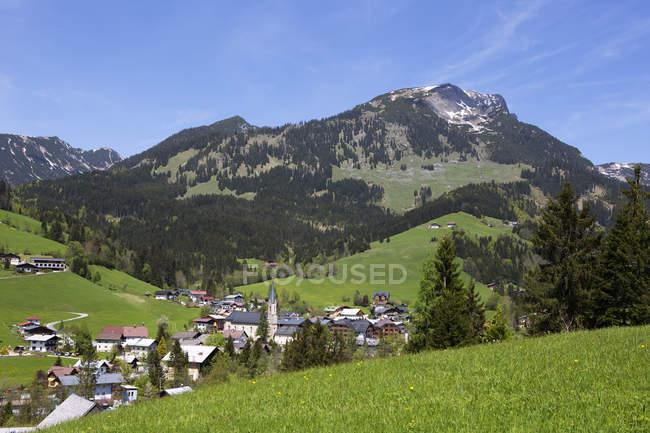 Österreich, Bundesland Salzburg, Russbach am Pass Gschuett mit Gamsfeld tagsüber — Stockfoto
