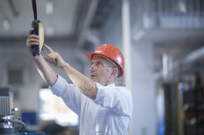 Man operating lifting system — Stock Photo