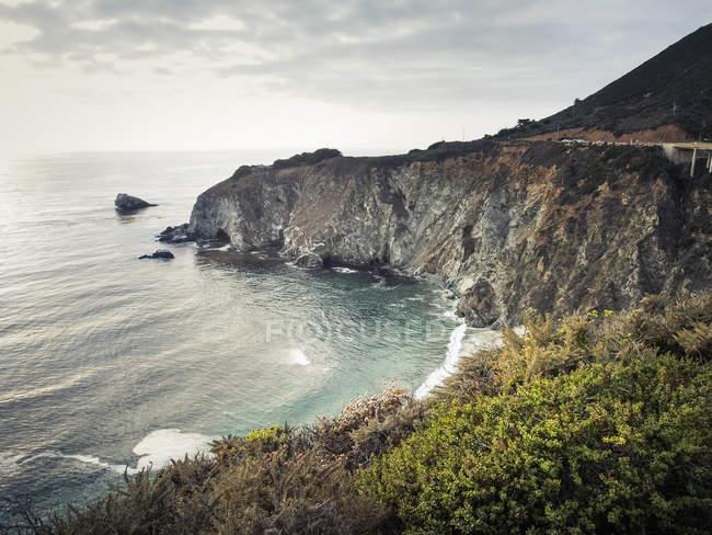 USA, California, Pacific Coast, National Scenic Byway, Big Sur, costa frastagliata — Foto stock