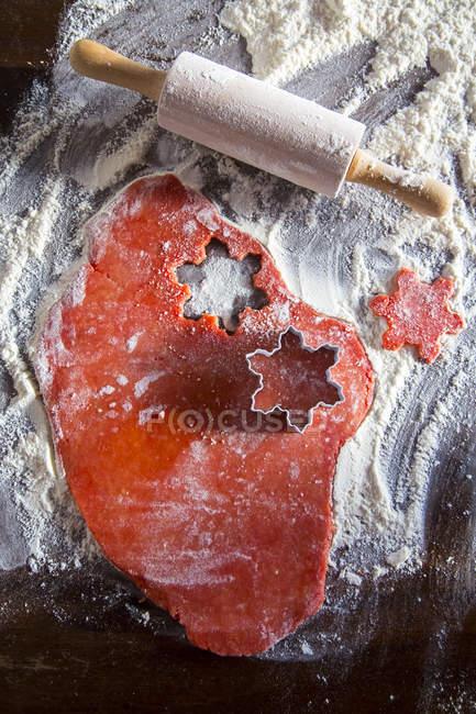 Panadería de Navidad con pasta roja - foto de stock
