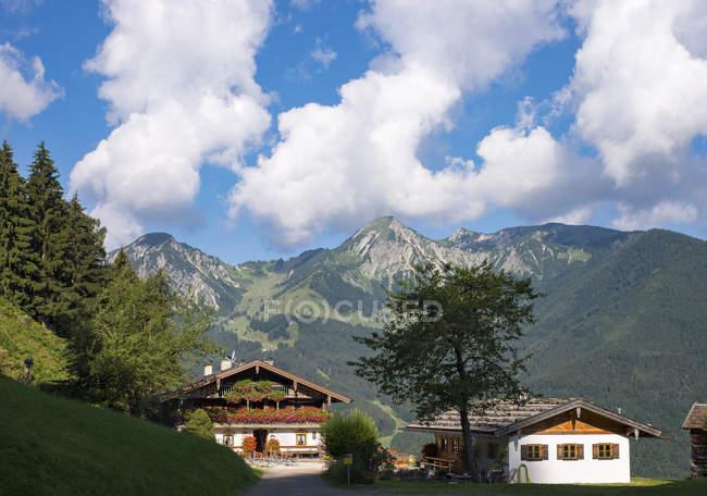 Mountain inn Trinkwasserschutzgebietsverordnungen Breitenstein et Geigelstein, Alpes de Chiemgau, Bavière, Allemagne — Photo de stock
