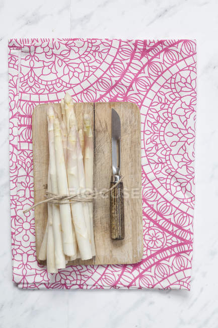 Bunch of white asparagus — Stock Photo