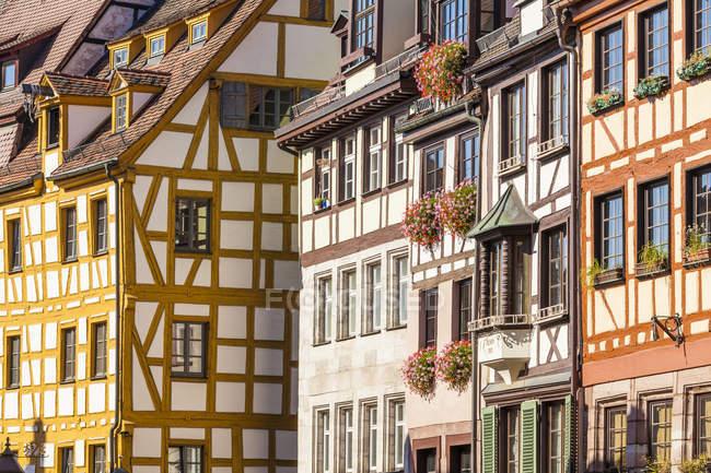 Maisons à colombages pendant la journée, Nuremberg, Bavière, Allemagne — Photo de stock