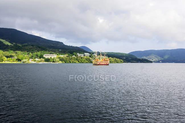 Японія, Hakone, озеро аші, туристичних піратський корабель — стокове фото