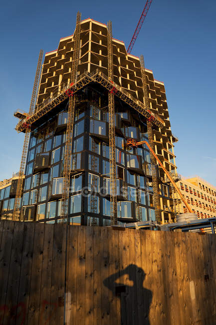Germany, Munich, construction site, high-rise building — Stock Photo
