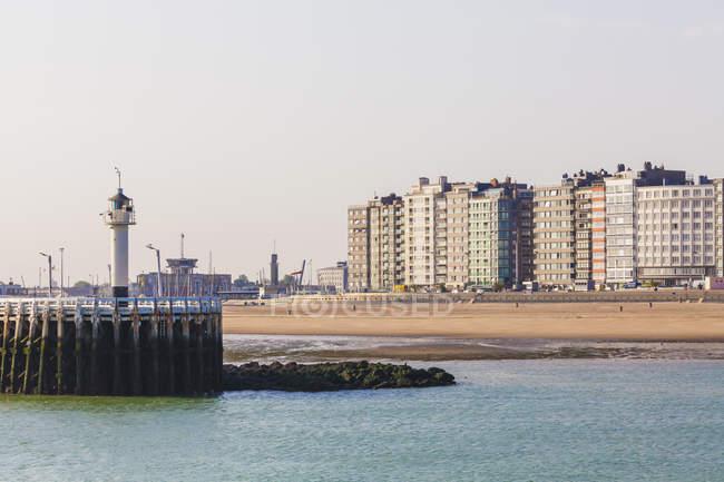 Бельгія, Фландрії, Ostende, Північного моря Приморський курорт, переглянути світлий будинок і пляж — стокове фото