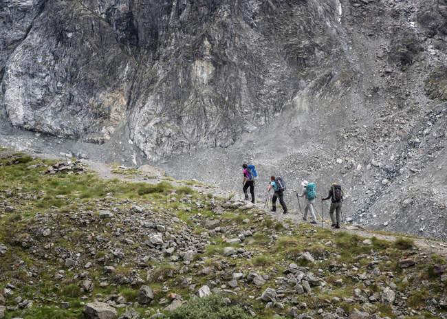 Suíça, Arolla, Alpinistas em Mont Collon — Fotografia de Stock
