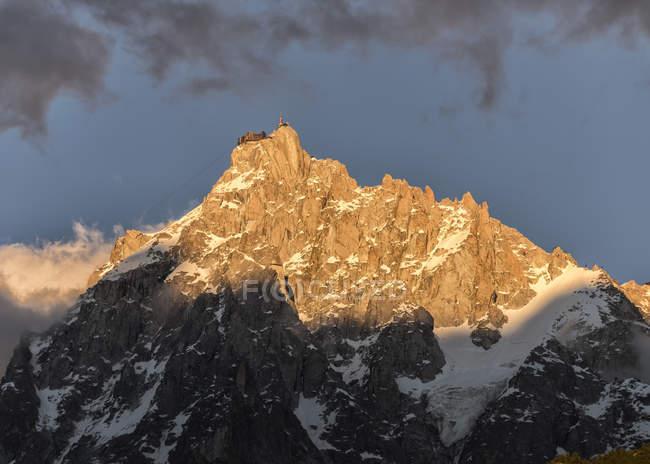 Francia, Chamonix, Alpi, Aiguille du Midi di giorno — Foto stock