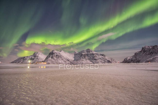 Scenic view of Aurora over Skagsanden beach at Lofoten, Norway — Stock Photo