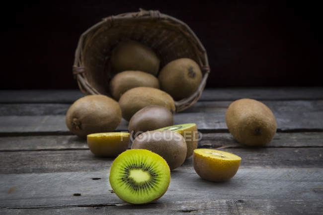 Green and golden kiwis — Stock Photo