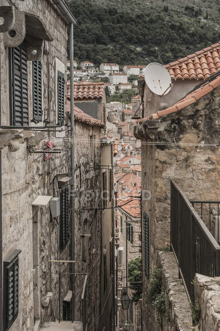 Croatia, Dubrovnik, narrow alley in the old town — Stock Photo