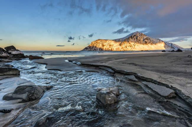 Norway, Lofoten, Ray of light on the mountain, Skagsanden beach — Stock Photo