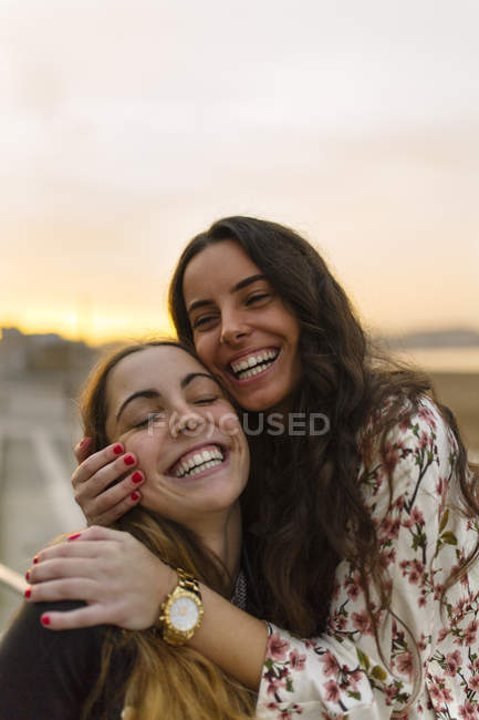 Portrait of two female friends having fun together — Stock Photo