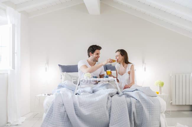 adult-bed-and-breakfast-amateur-wife-voyeur-masturbating