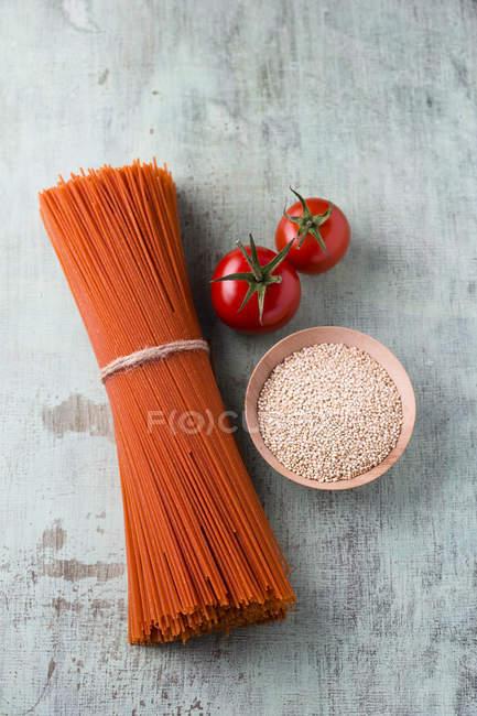 Overhead view of Quinoa tomato spaghetti — Stock Photo