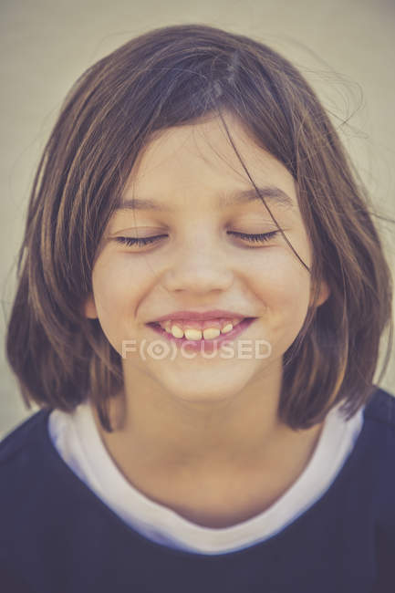 Portrait of grinning girl with closed eyes — Stock Photo