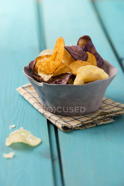 Bowl with different sorts of potato chips — Stock Photo