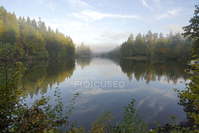 Germany,  Baden-Wuerttemberg, Rems-Murr-Kreis, morning fog above lake Ebnisee — Stock Photo