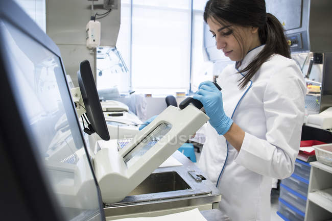 Laboratory technician in analytical laboratory using a cytology scanner — Stock Photo