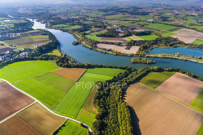 Alemania, Baja Baviera, Polding, Río Isar, vista aérea - foto de stock