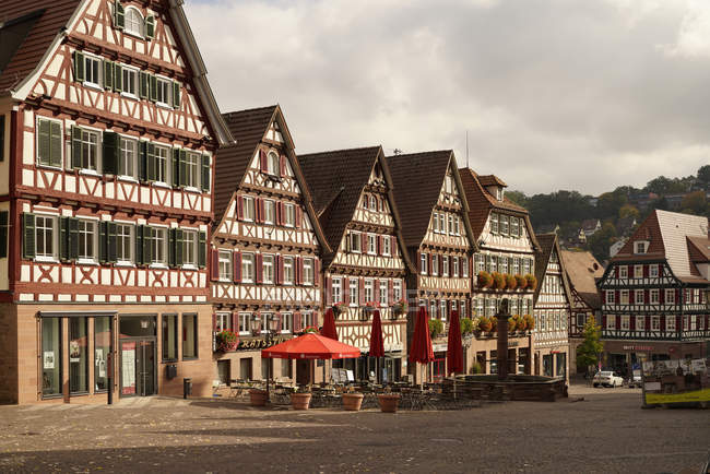 Germany, Baden-Wuerttemberg, Calw, timber-framed houses at market square — Stock Photo