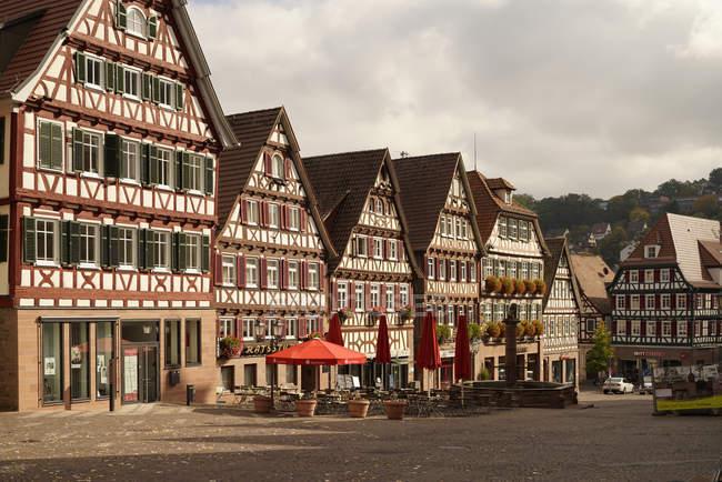 Deutschland, Baden-Württemberg, Calw, Fachwerkhäuser am Marktplatz — Stockfoto