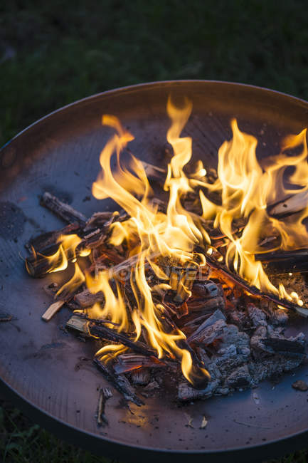 Fire in fire bowl on dark background — Stock Photo